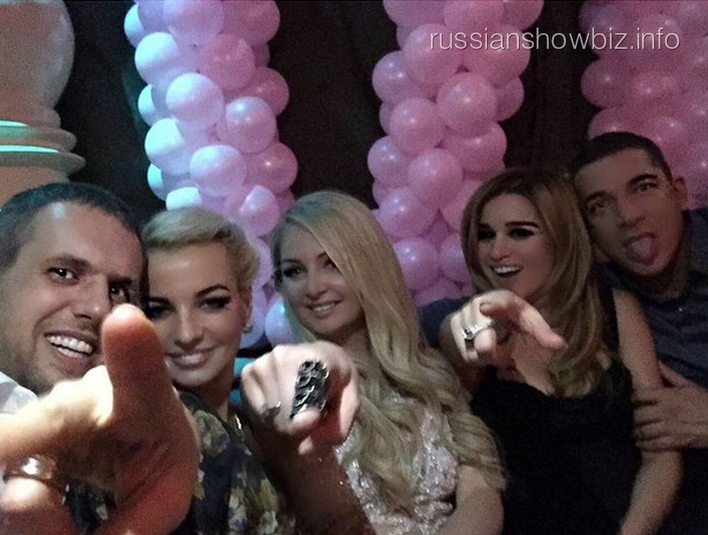 Ксения Бородина с новым возлюбленным на дне рождения Дарьи Пынзарь