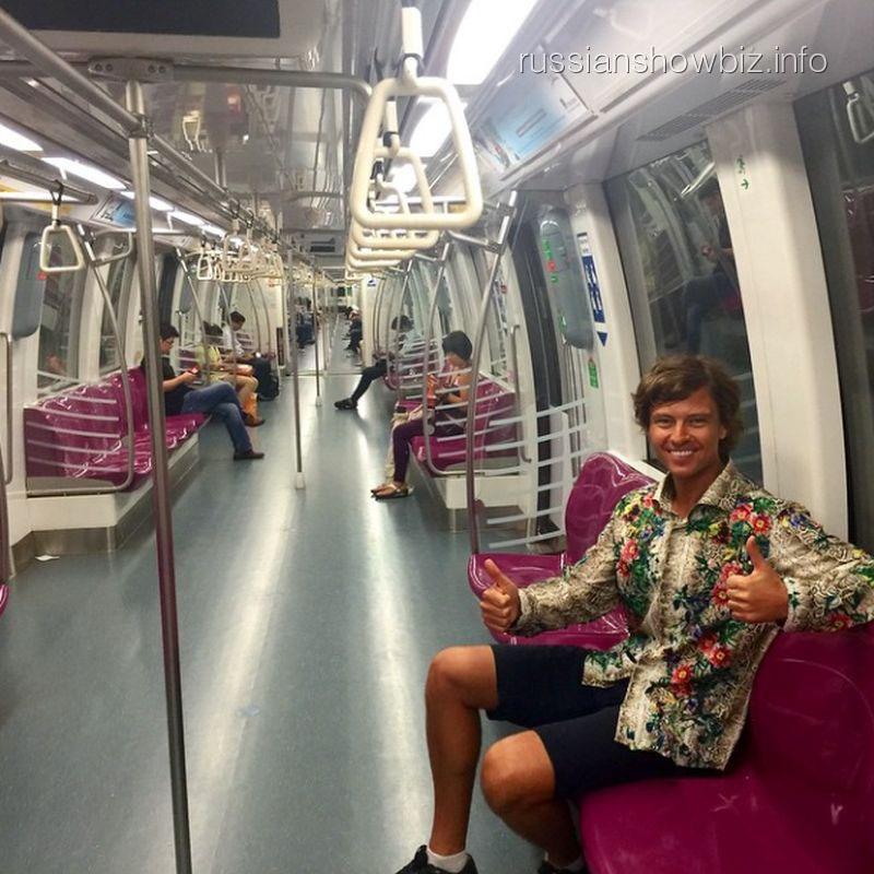 Прохор Шаляпин в сингапурском метро