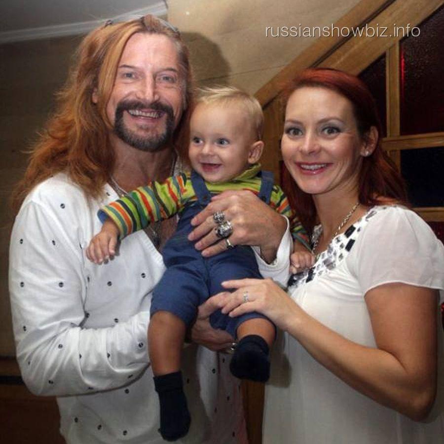 Никита Джигурда и Марина Анисина с сыном