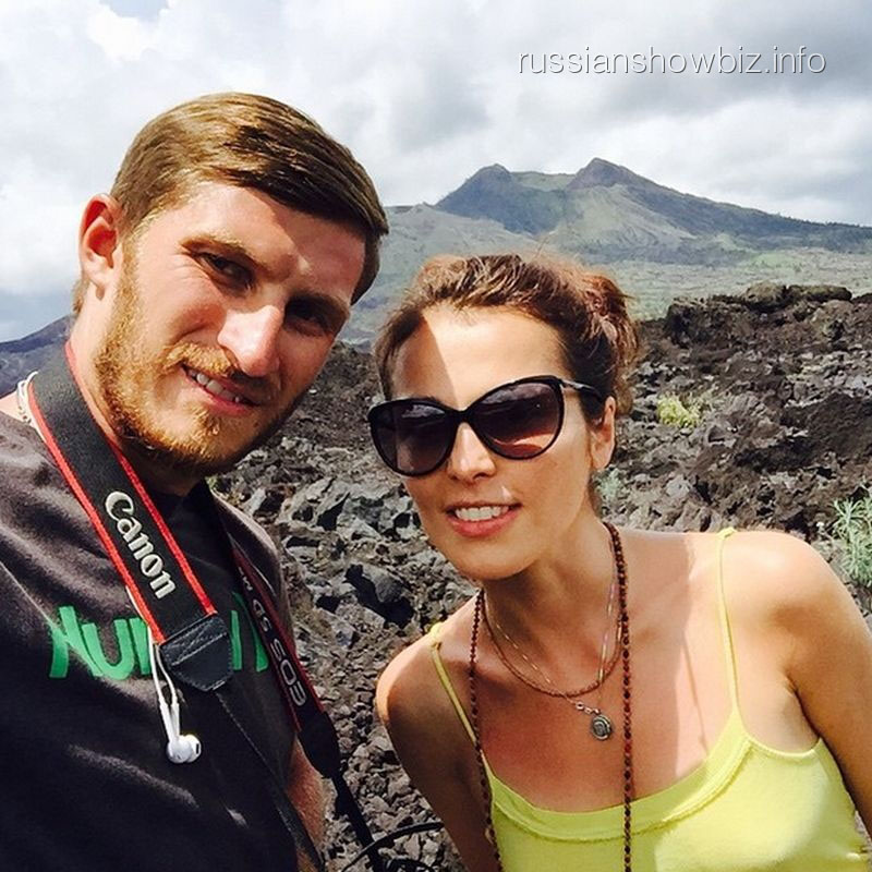Евгений Ивков и Сати Казанова на вулкане