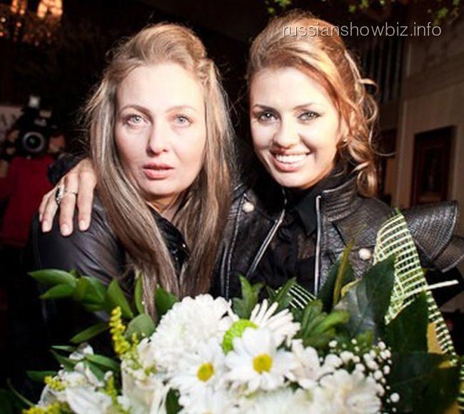 Виктория Боня с сестрой
