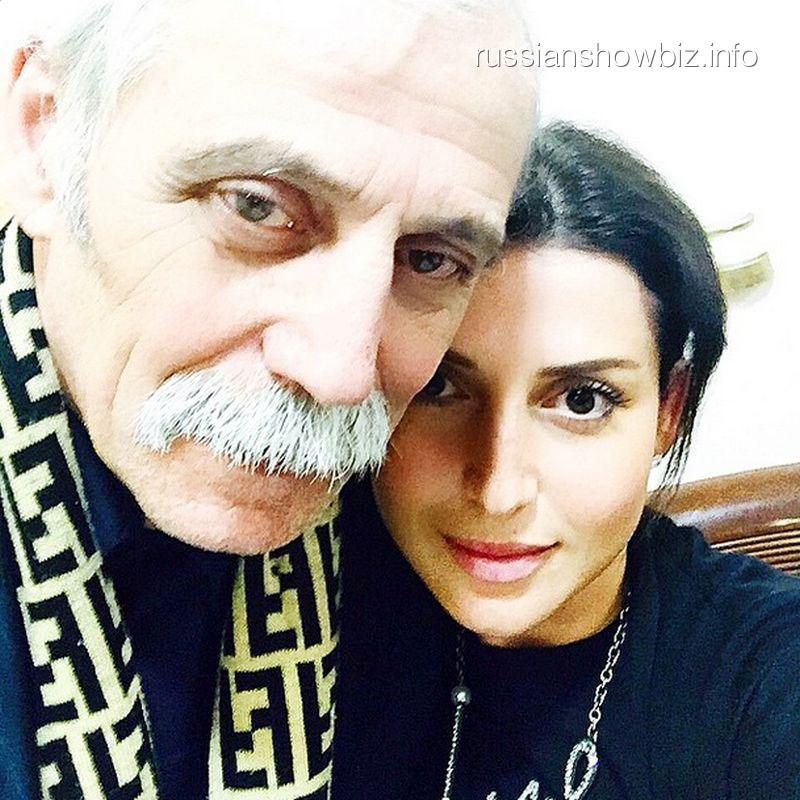 Жасмин с отцом