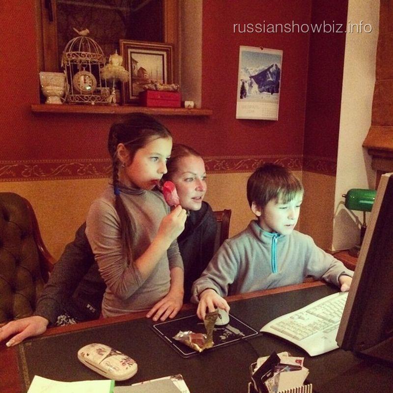 Анастасия Волочкова с дочкой и ее другом