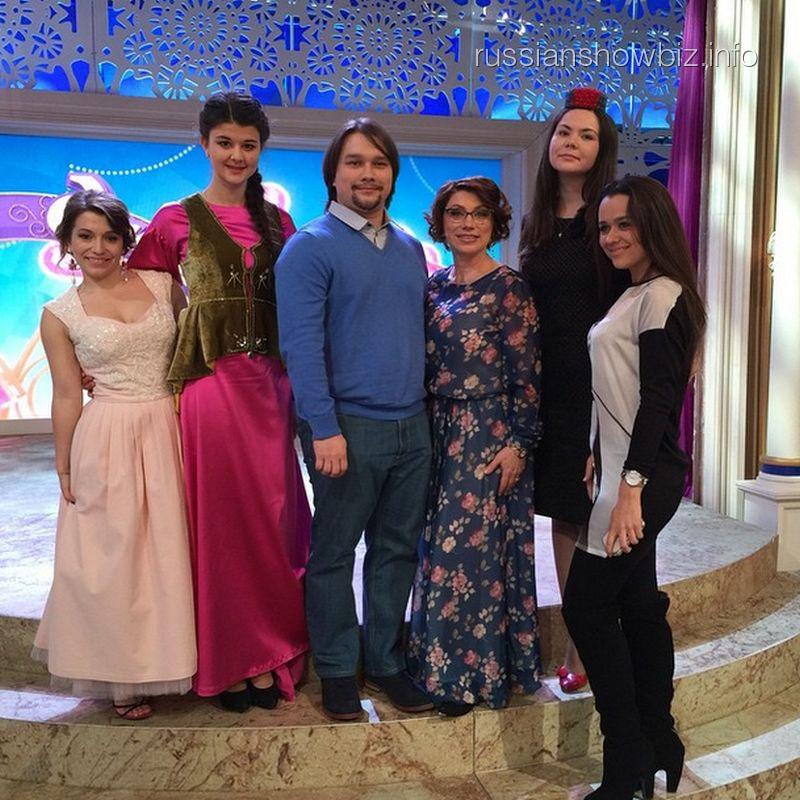 """Роза Сябитова с сыном, дочерью и """"невесткой"""""""