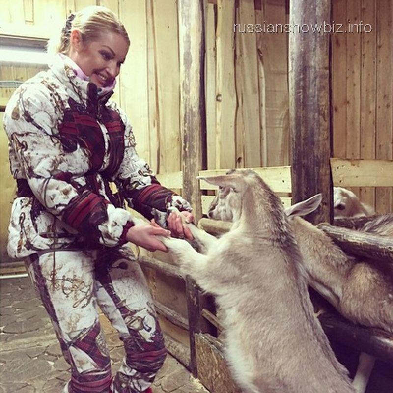 Анастасия Волочкова с козлятами