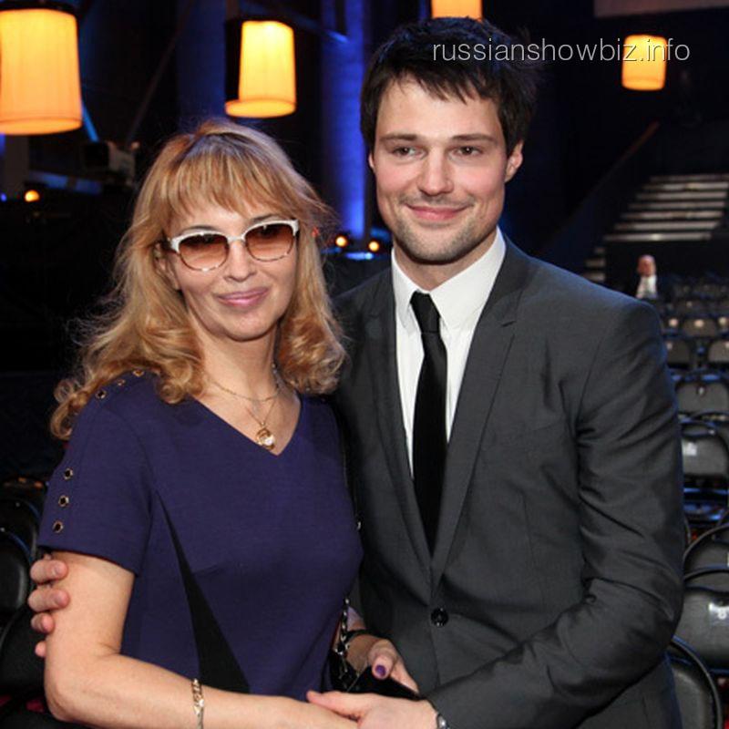 Данила Козловский с мамой (фото - ЭГ)