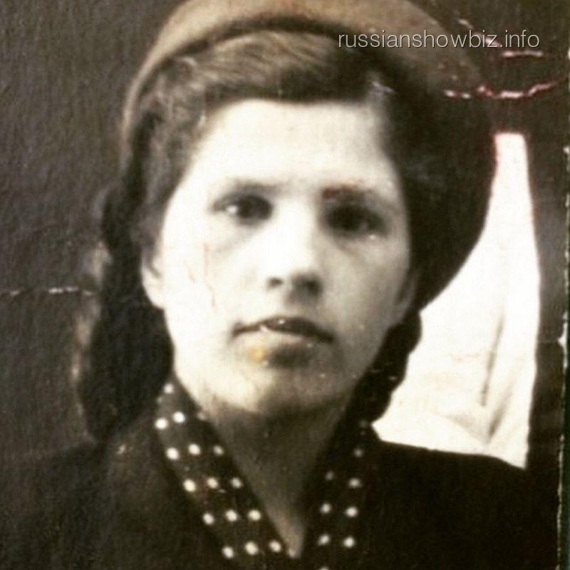 Бабушка Виктории Бони Зоя Петровна Макарова