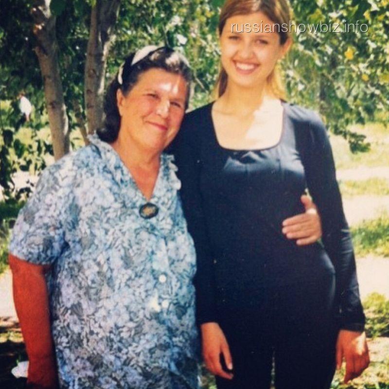Виктория Боня с бабушкой