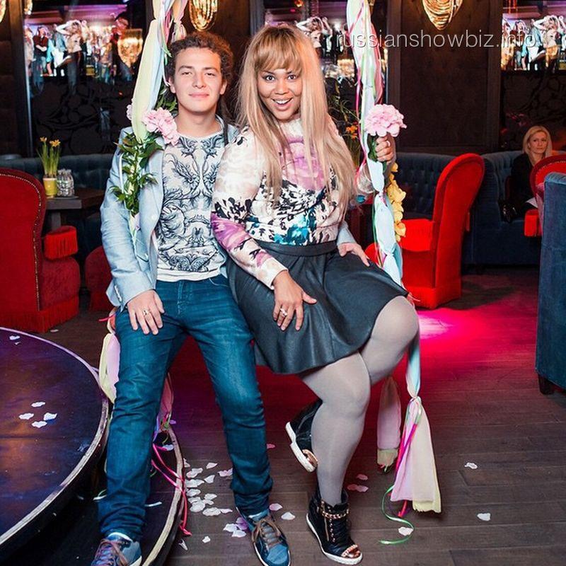 Корнелия Манго с возлюбленным Богданом