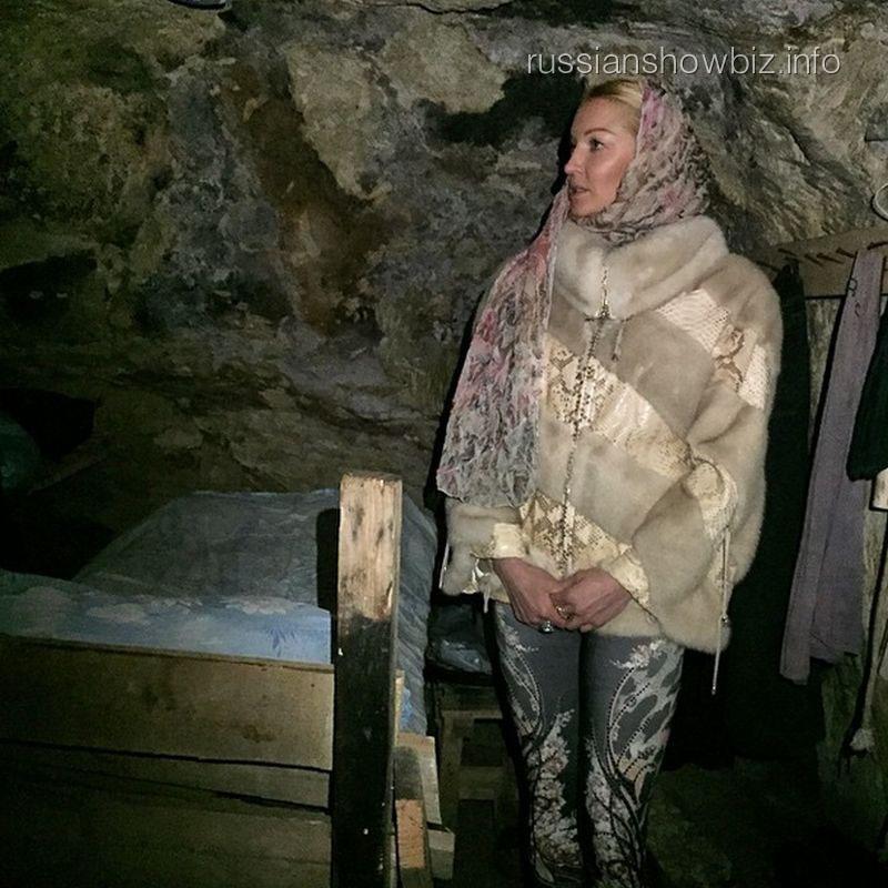Анастасия Волочкова в монашеской келье