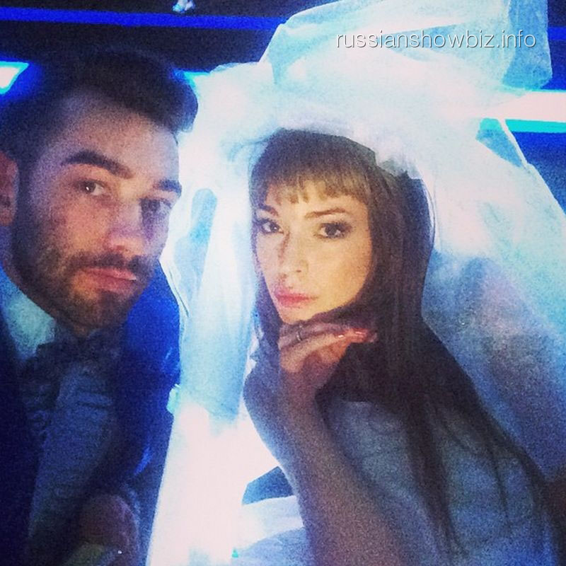 Агния Дитковските в роли невесты
