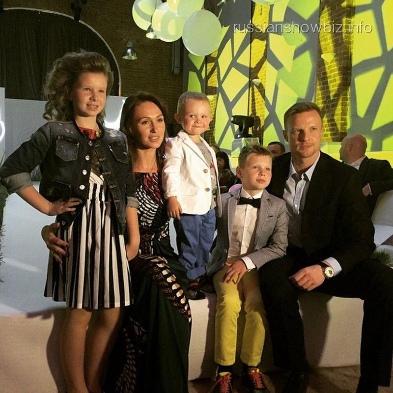 Вячеслав и Екатерина Малафеевы с детьми