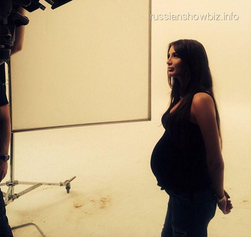 Клип а студио где она беременная