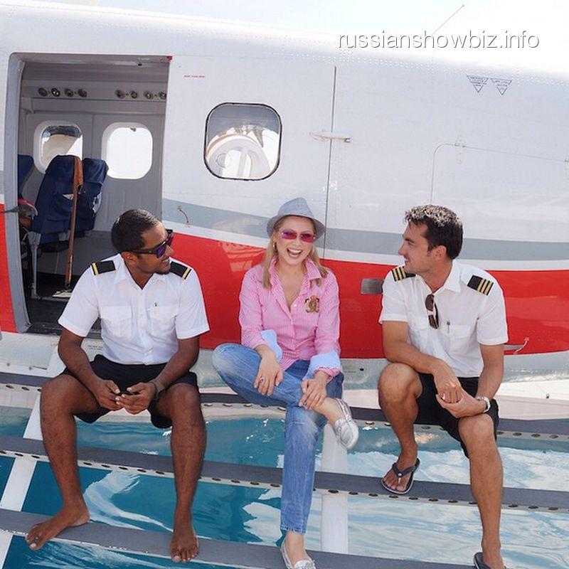 Лена Ленина с пилотами гидросамолета