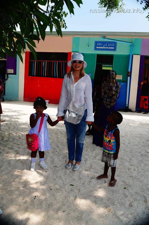 Лена Ленина с мальдивскими детьми