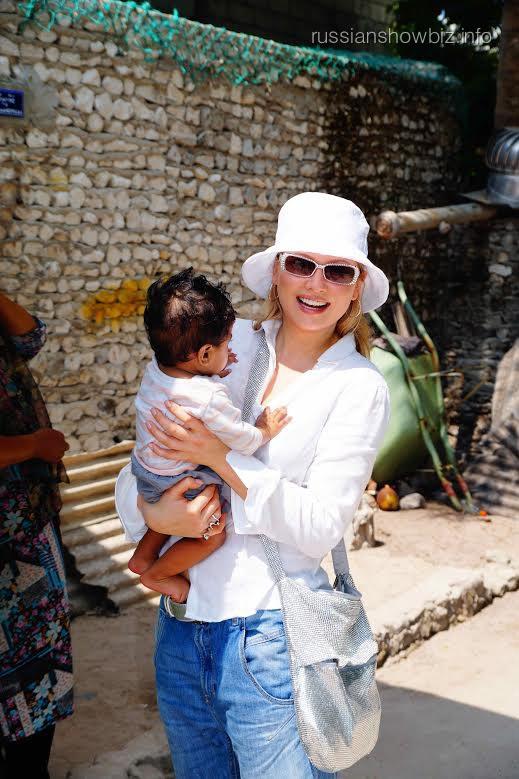 Лена Ленина с мальдивским мальчиком