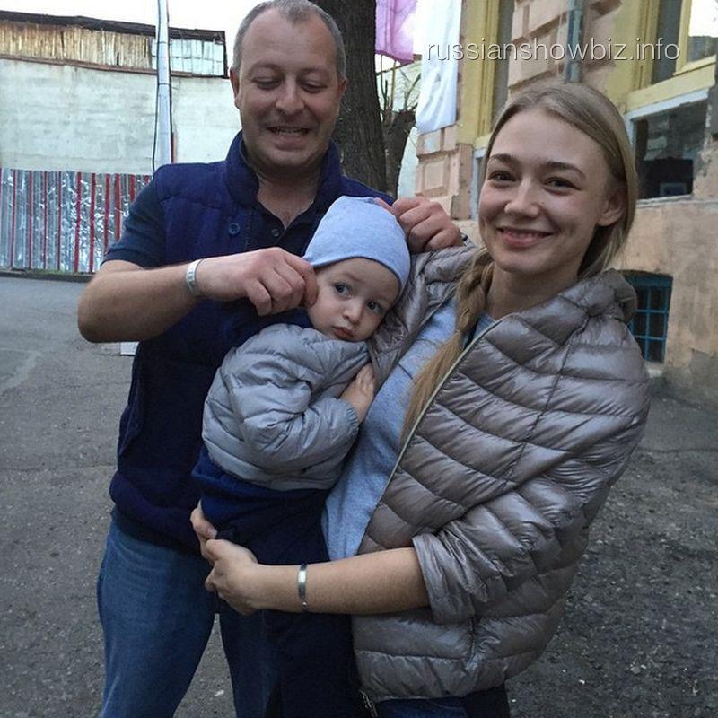 Оксана Акиньшина с семьей