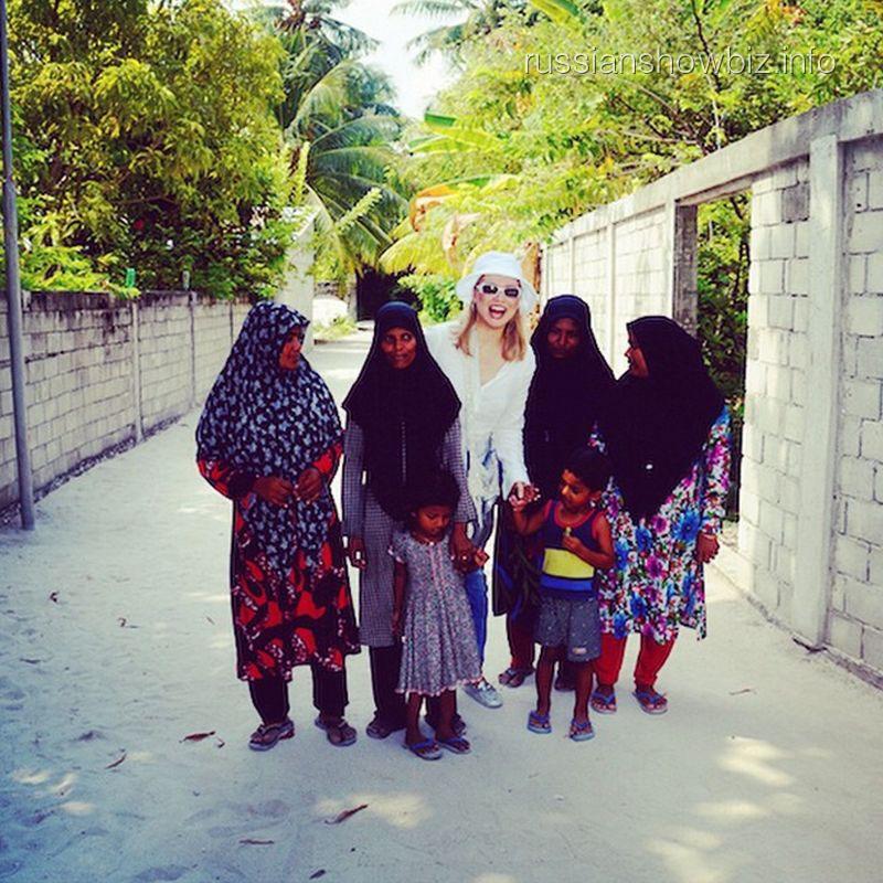 Лена Ленина в мальдивской деревне