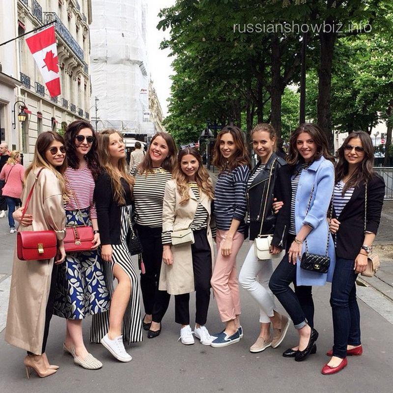 Галина Юдашкина с подругами