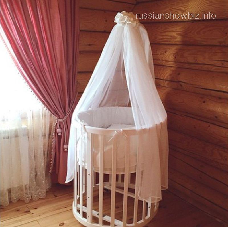 Детская кроватка Алены Водонаевой