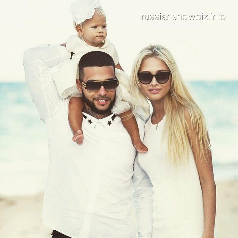 Тимати с возлюбленной Алиной и дочкой Алисой