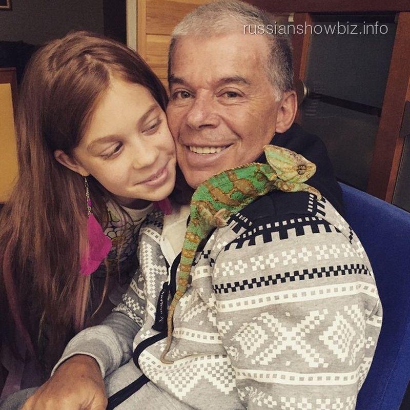 Олег Газманов с дочерью Марианной и хамелеоном Антоном