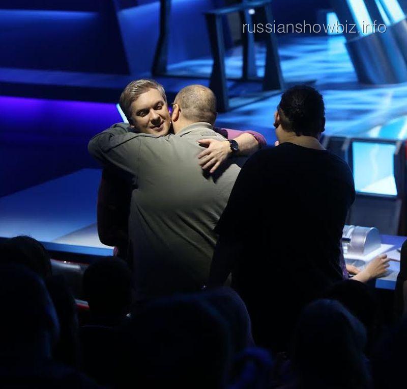 Сергей Светлаков приветствует Максима Фадеева