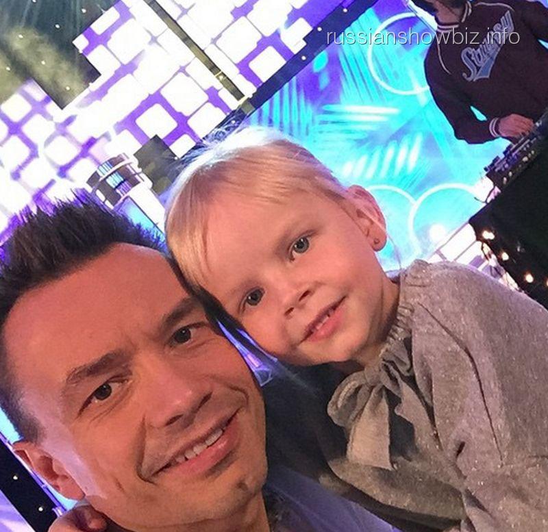 Алексей Серов с дочкой