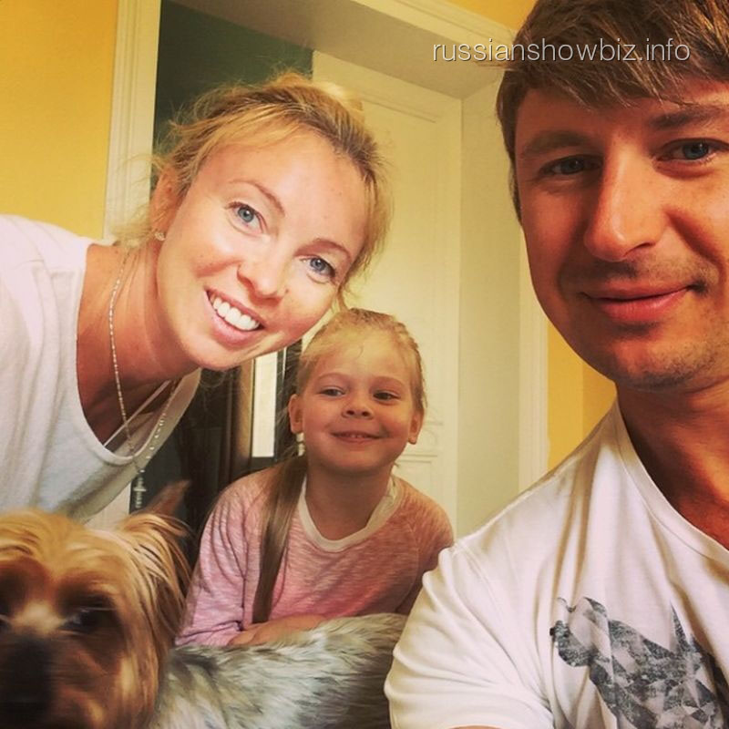 Татьяна Тотьмянина и Алексей Ягудин с дочкой