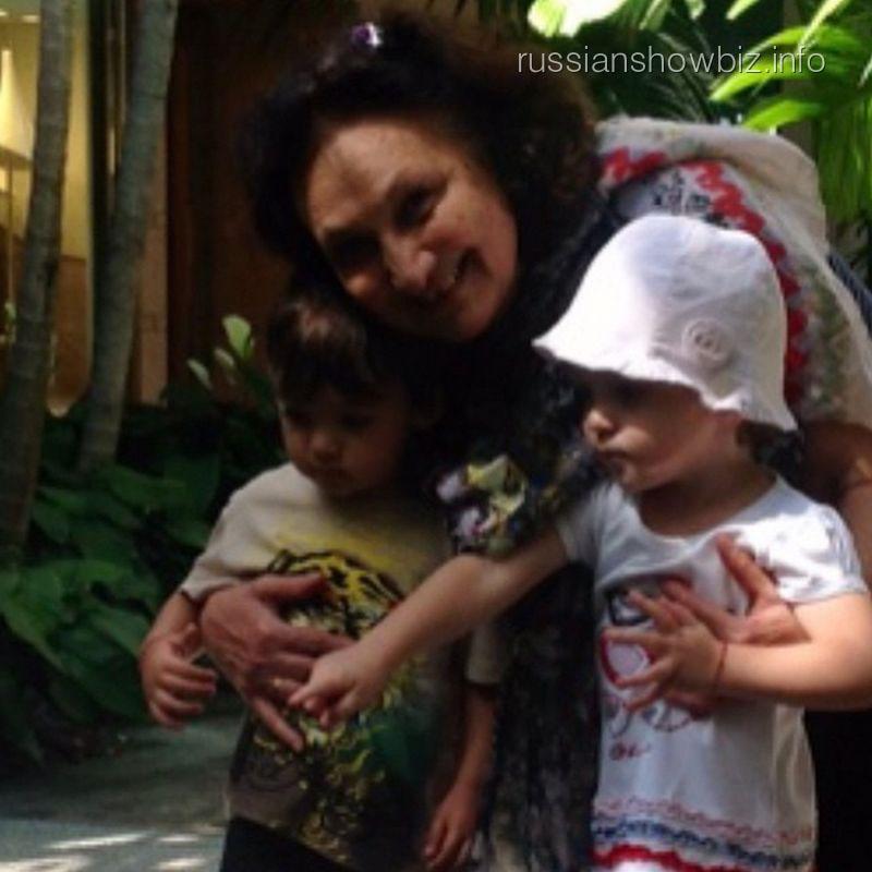 Тетя Филиппа Киркорова Мари с его детьми