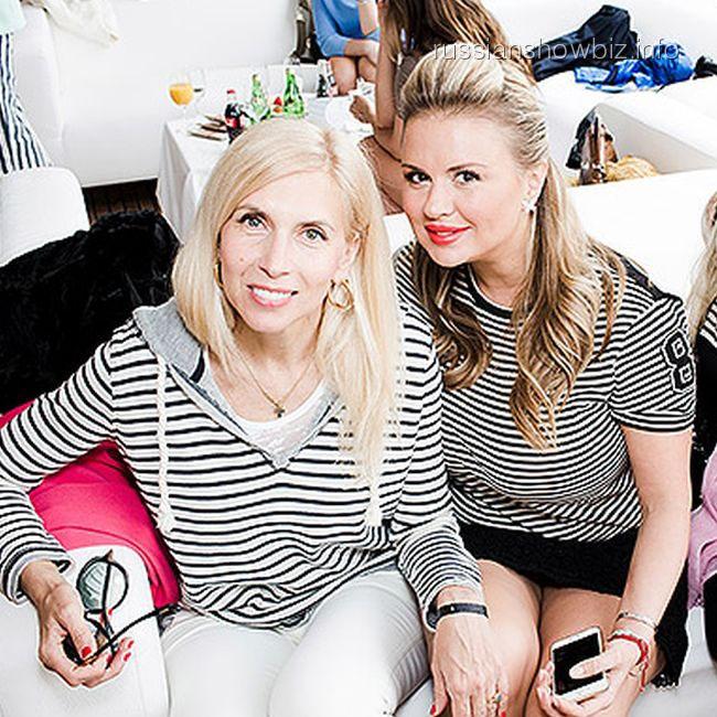 Алена Свиридова и Анна Семенович (фото - HELLO)