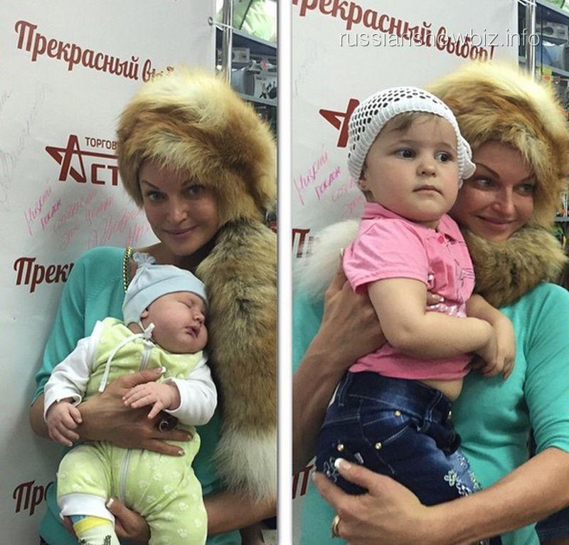 Анастасия Волочкова с детьми