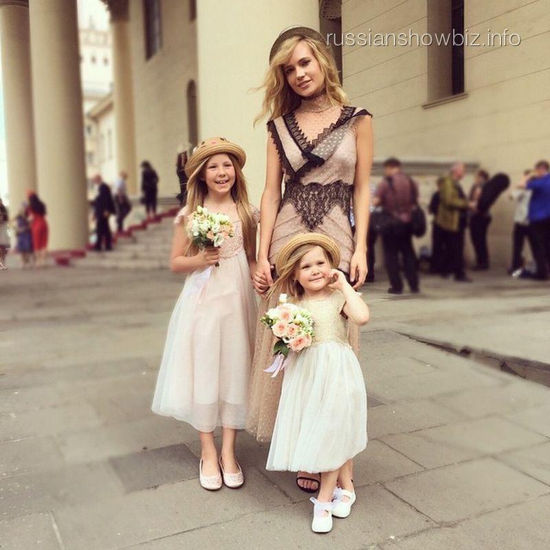Певица Глюк'оZа с дочками
