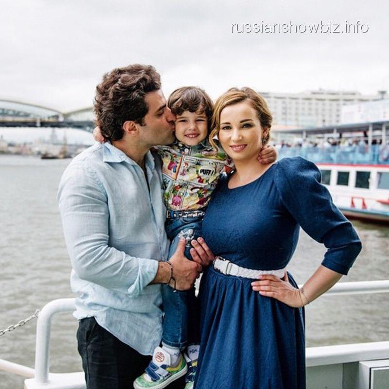Анфиса Чехова с возлюбленным Гурамом и сыном Соломоном