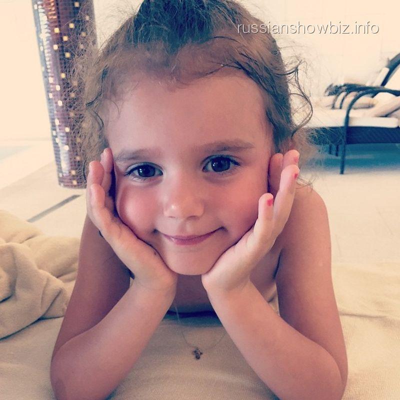 Младшая дочь певицы Славы