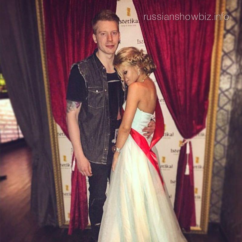Никита Пресняков с возлюбленной Аленой