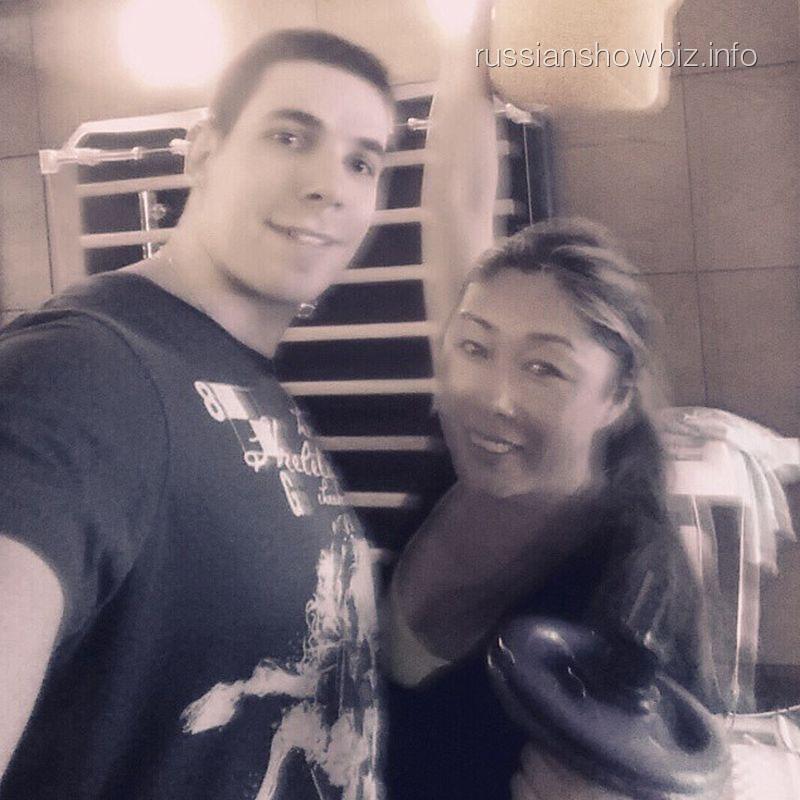 Анита Цой с тренером
