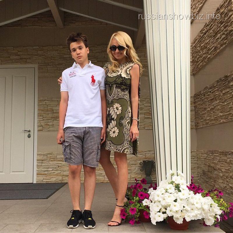 Яна Рудковская с сыном Николаем