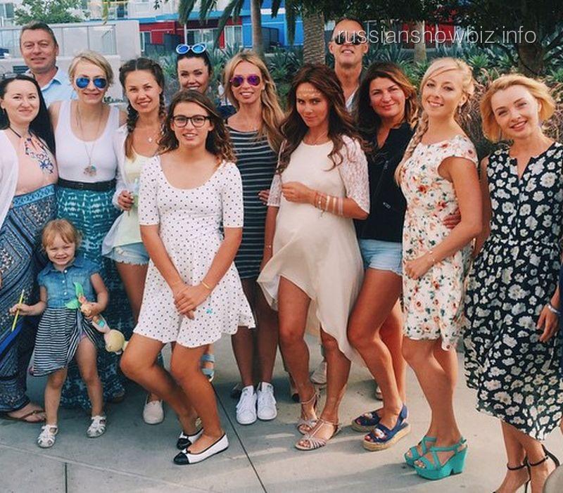 Саша Зверева с друзьями
