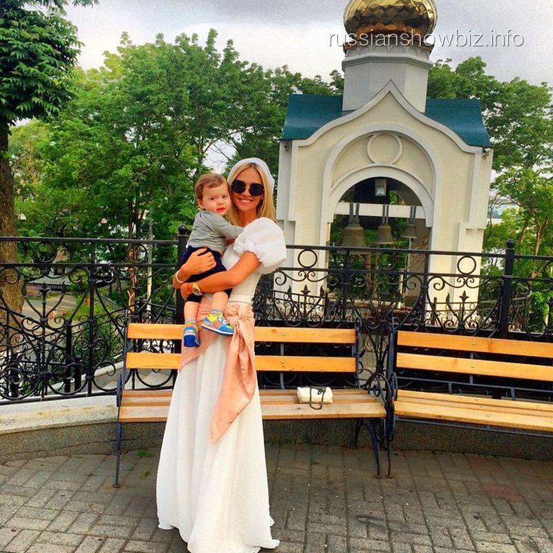 Виктория Лопырева с крестным
