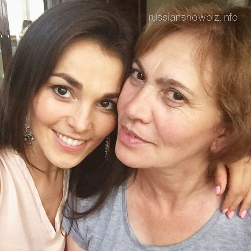 Сати Казанова с мамой