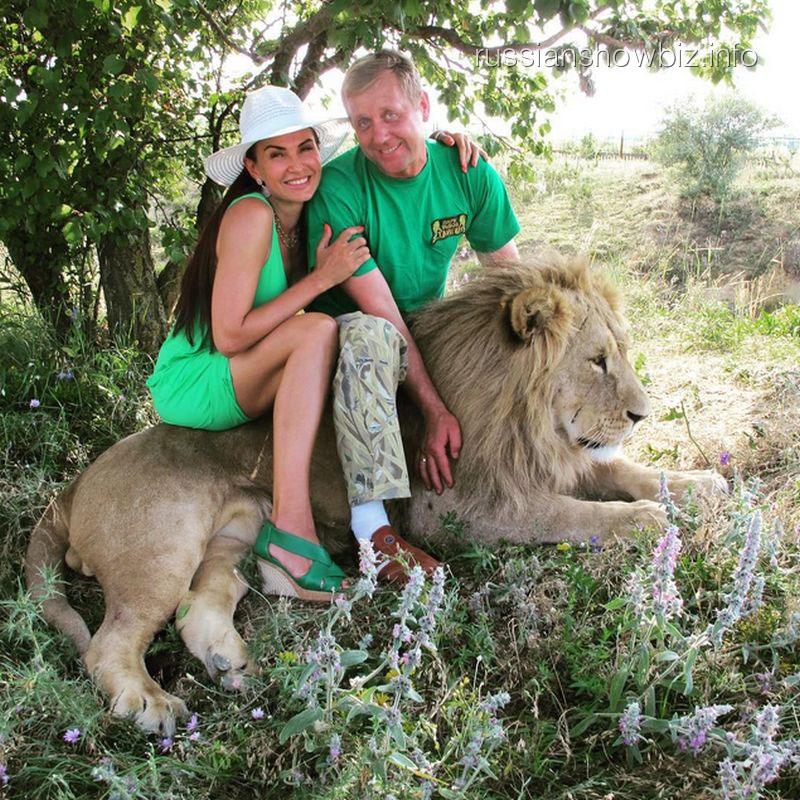 Эвелина Бледанс со львом