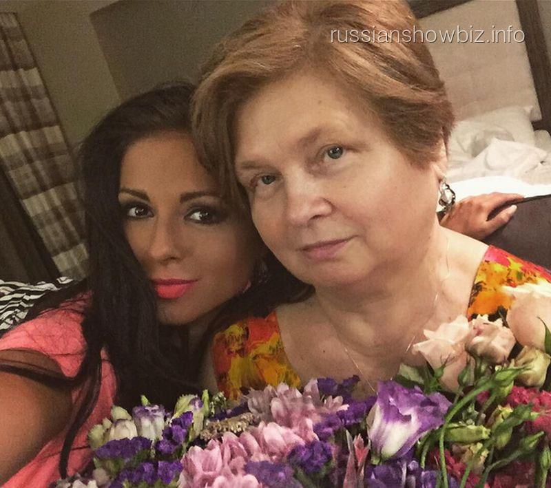 Нюша с бабушкой