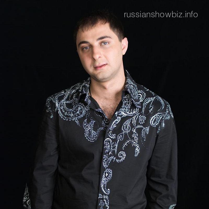 Демис Карибов
