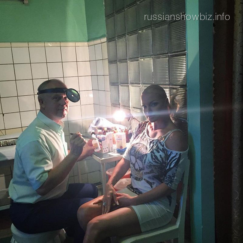 Анастасия Волочкова с врачом