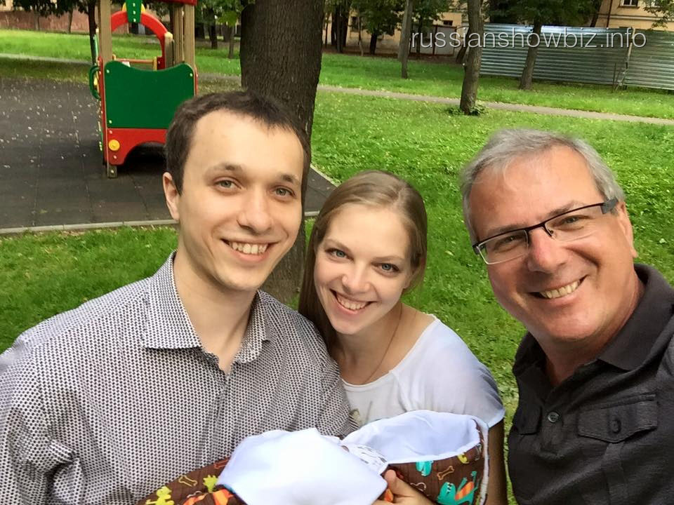 Алексей Лысенков с дочерью и зятем