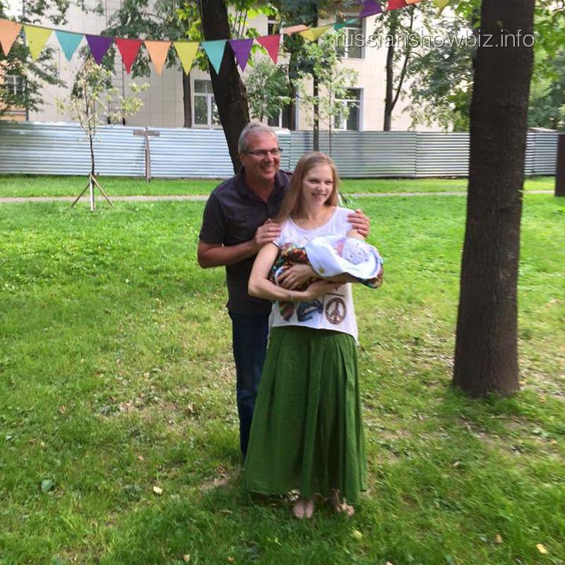 Алексей Лысенков с дочерью и внуком
