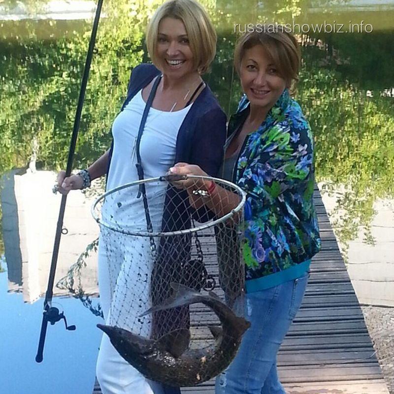 Анжелика Агурбаш с подругой