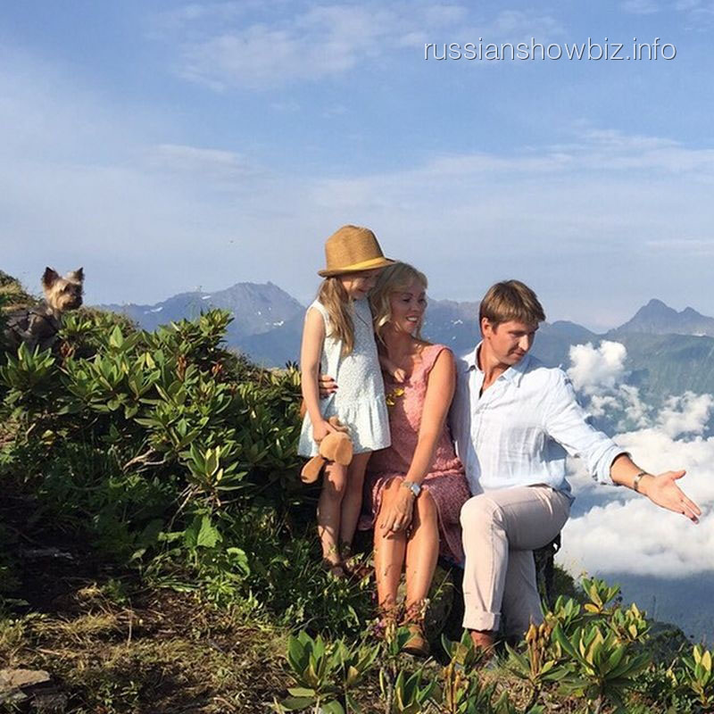 Алексей Ягудин и Татьяна Тотьмянина с дочерью