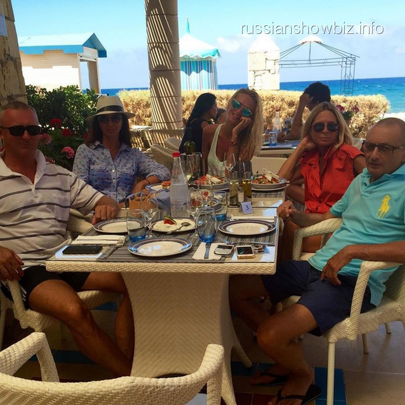 Виктория Лопырева с семьей